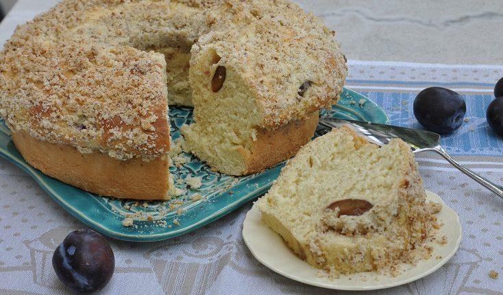 Ciasto drożdżowe ze śliwką i orzechową kruszonką