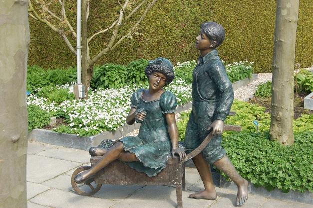 Rzeźby do ogrodu – trudny wybór na lata