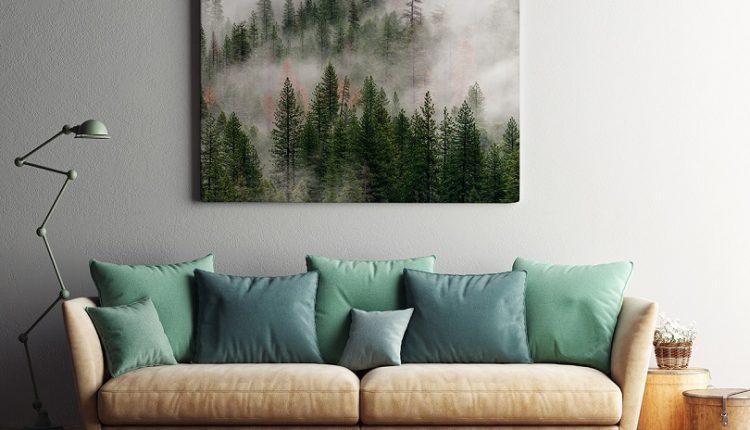 Leśny pejzaż w salonie, czyli wieszamy obraz z malowniczym widokiem