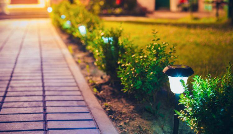 Lampy solarne do ogrodu – gdzie jeszcze się sprawdzą?