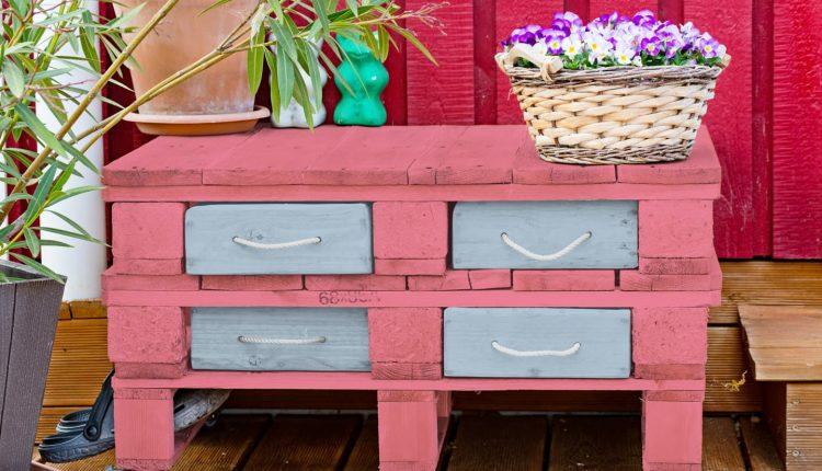Meble z palet do ogrodu i na balkon