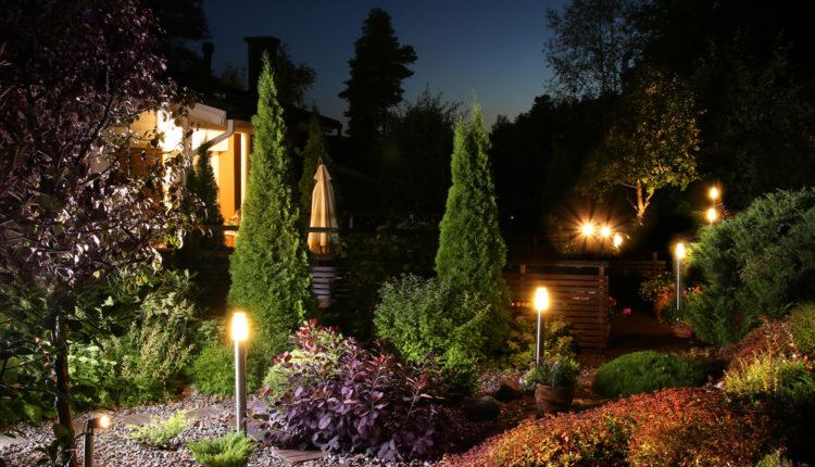 Jak wybrać słupki oświetleniowe do ogrodu?