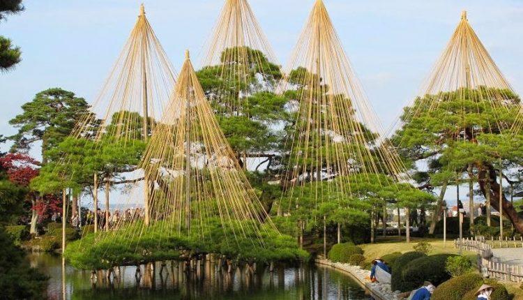 Kenroku-en w Kanazawie. Japoński ogród doskonały.