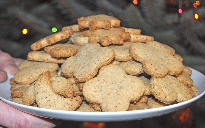 Ciasteczka orzechowe, kruche, niezbyt słodkie, pyszne!