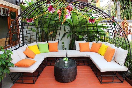 Łóżko ogrodowe – czy warto kupić?