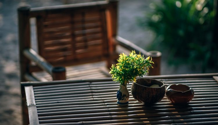 Wybór stołu ogrodowego – na jakie cechy mebla warto zwrócić uwagę?