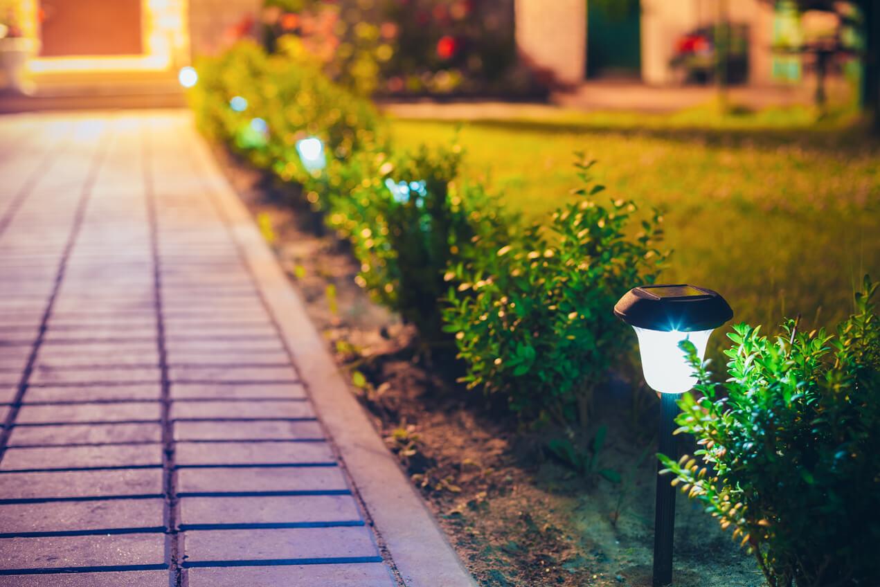 Lampy Solarne Do Ogrodu Gdzie Jeszcze Się Sprawdzą
